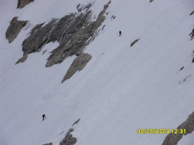 Foto: Ulf / Ski Tour / Marmolada Nordwestflanke / Seilschaft in der Nordwand / 01.06.2009 15:29:51