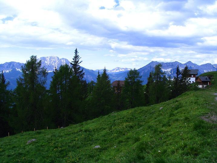 Foto: Andreas Koller / Wander Tour / Einsame Tour auf die Hochtristen (2536m) / Auf der Emberger Alm / 03.06.2009 21:49:10