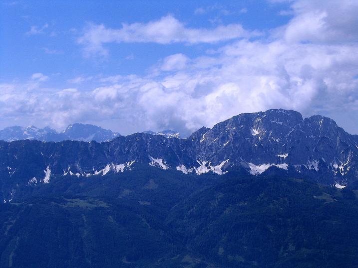 Foto: Andreas Koller / Wander Tour / Einsame Tour auf die Hochtristen (2536m) / Blick nach S zum Reißkofel (2371 m) und zu den Karnischen Alpen / 03.06.2009 21:44:56