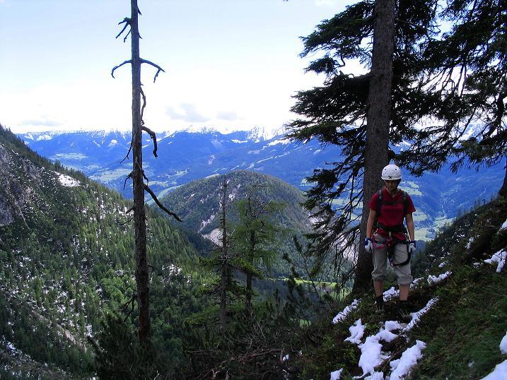 Foto: Andreas Koller / Klettersteig Tour / Klettersteig Siega (1510m) / Ausstieg aus der Wand im Wald, dann folgen nur mehr leichte versicherte Passagen bis zum markierten Wanderweg (619). / 04.06.2009 21:48:21