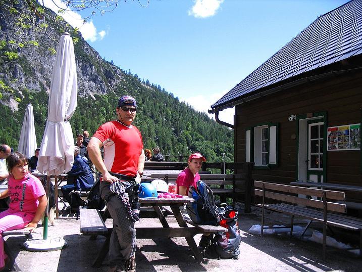 Foto: Andreas Koller / Klettersteig Tour / Klettersteig Siega (1510m) / Gemütliche Rast bei der Silberkarhütte / 04.06.2009 21:43:20