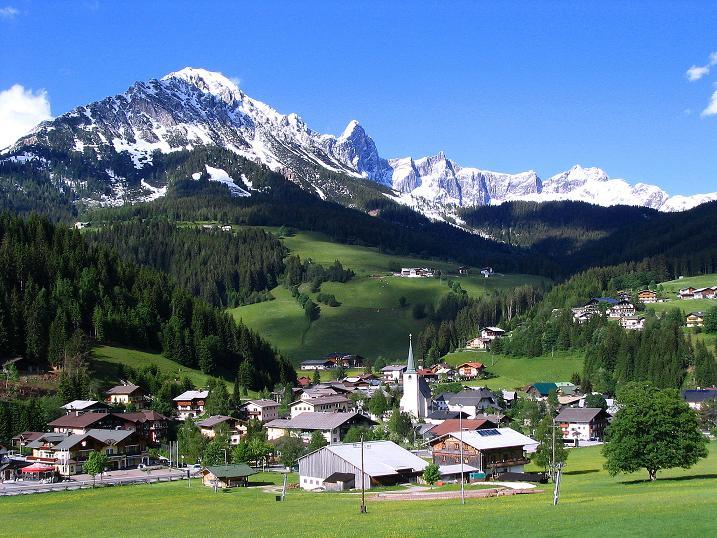 Foto: Andreas Koller / Klettersteig Tour / Klettersteig Siega (1510m) / Rötelstein (2247 m) und das Dachsteinmassiv (2996 m) über Filzmoos / 04.06.2009 21:40:37