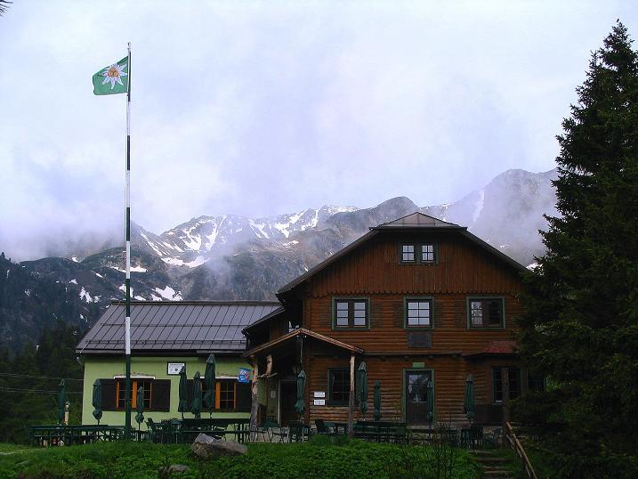 Foto: Andreas Koller / Wander Tour / Auf Gamsspuren über die Seekarspitze (2115m) / Die Edelrautehütte / 07.06.2009 18:35:13