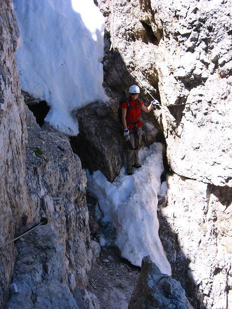 Foto: Andreas Koller / Klettersteig Tour / Via ferrata Averau neu (2649m) / Auch im Abstieg muss der Klettersteig bewältigt werden / 15.06.2009 23:49:01