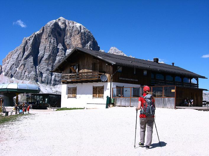 Foto: Andreas Koller / Klettersteig Tour / Via ferrata Averau neu (2649m) / Zurück beim Rif. Scoiattoli mit Blick auf die Tofanen / 15.06.2009 23:45:53