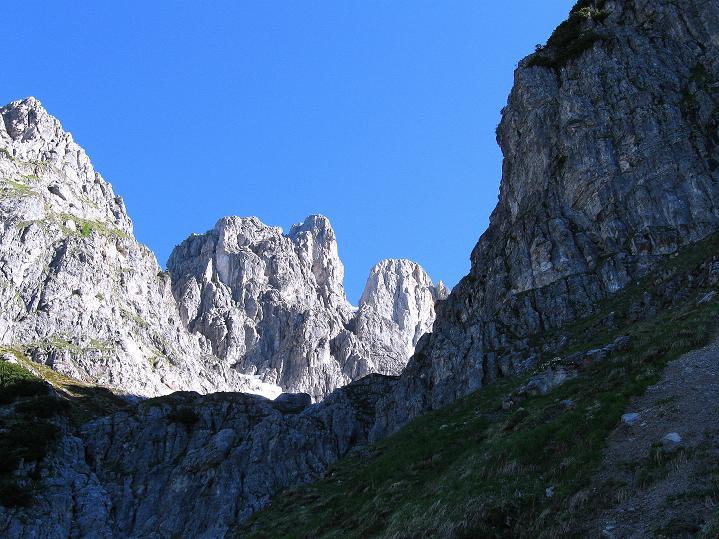 Foto: Andreas Koller / Wander Tour / Normalroute auf die Große Bischofsmütze (2459 m)  / Im Bildhintergrund die Große Bischofsmütze / 16.06.2009 23:36:27