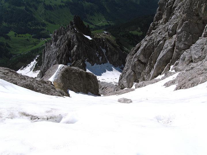 Foto: Andreas Koller / Wander Tour / Normalroute auf die Große Bischofsmütze (2459 m)  / Tiefblick zur Hofpürglhütte / 16.06.2009 23:32:15