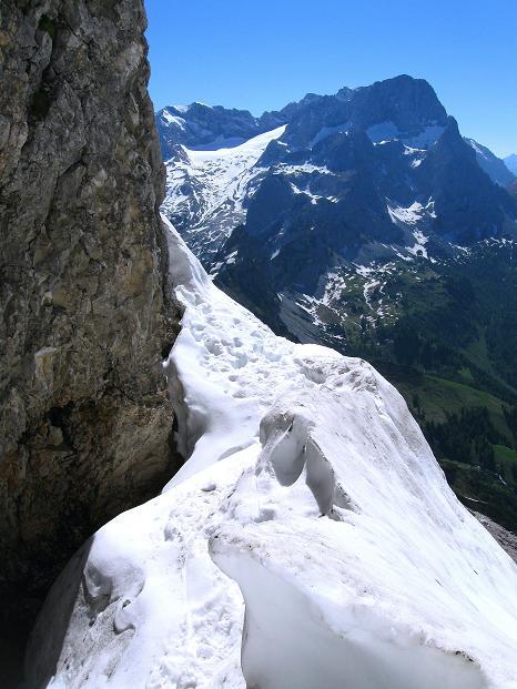 Foto: Andreas Koller / Wander Tour / Normalroute auf die Große Bischofsmütze (2459 m)  / Einstieg in die Mützenschlucht mit Dachsteinblick / 16.06.2009 23:31:47