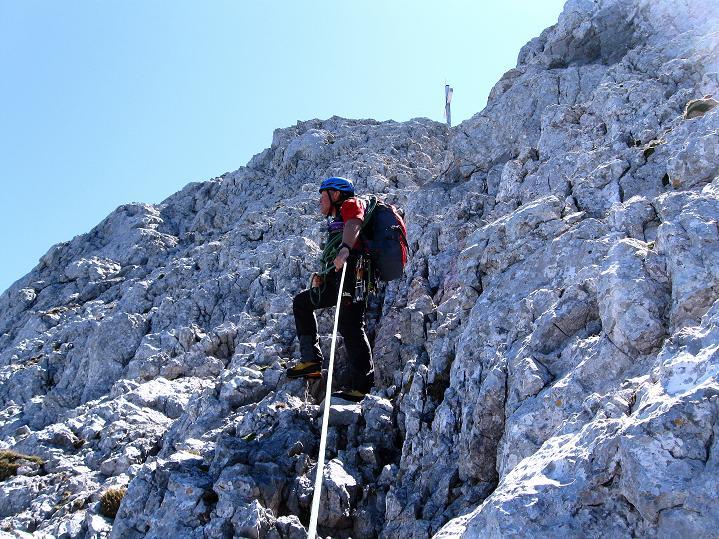 Foto: Andreas Koller / Wander Tour / Normalroute auf die Große Bischofsmütze (2459 m)  / Die letzten (unschwierigen) Meter zum Gipfelkreuz / 16.06.2009 23:27:53