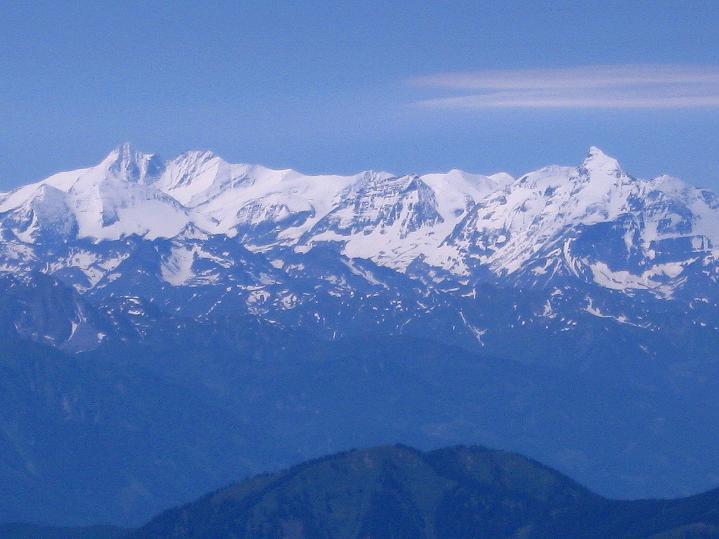 Foto: Andreas Koller / Wander Tour / Normalroute auf die Große Bischofsmütze (2459 m)  / Im SW: Großglockner (3798 m) und Wiesbachhorn (3570 m) / 16.06.2009 23:25:24