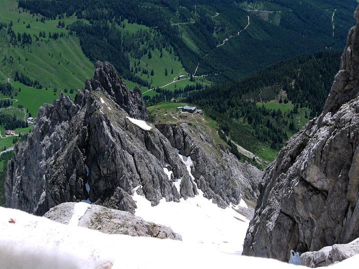 Foto: Andreas Koller / Wander Tour / Normalroute auf die Große Bischofsmütze (2459 m)  / Tiefblick auf die Hofpürglhütte / 16.06.2009 23:21:56