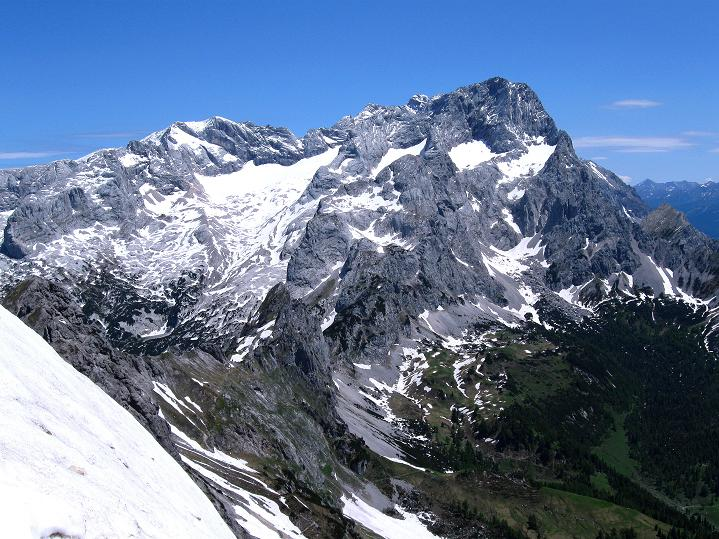 Foto: Andreas Koller / Wander Tour / Normalroute auf die Große Bischofsmütze (2459 m)  / Das Dachsteinmassiv (2996 m) / 16.06.2009 23:21:06