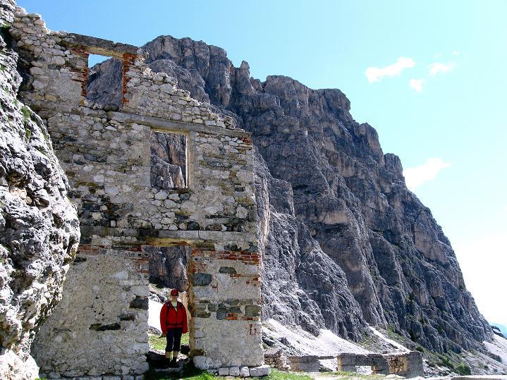 Foto: Andreas Koller / Klettersteig Tour / Via ferrata Col dei Bos / Via ferrata della Piramide (2559m) / Beim alten Kriegslazarett / 19.06.2009 23:41:15