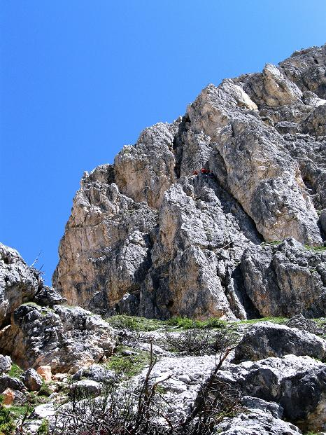 Foto: Andreas Koller / Klettersteig Tour / Via ferrata Col dei Bos / Via ferrata della Piramide (2559m) / Die Einstiegs-Felspartie / 19.06.2009 23:40:14
