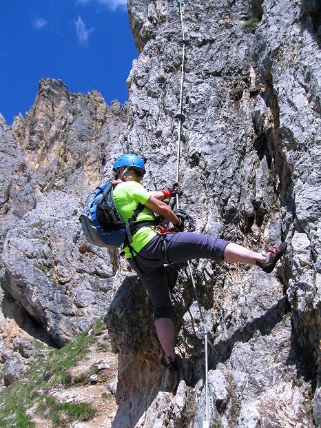 Foto: Andreas Koller / Klettersteig Tour / Via ferrata Col dei Bos / Via ferrata della Piramide (2559m) / Einstieg in die Via ferrate delle Piramide an der senkrechten Kante / 19.06.2009 23:39:50