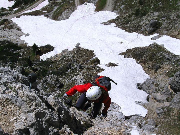 Foto: Andreas Koller / Klettersteig Tour / Via ferrata Col dei Bos / Via ferrata della Piramide (2559m) / In der Schlüsselstelle D / 19.06.2009 23:36:46