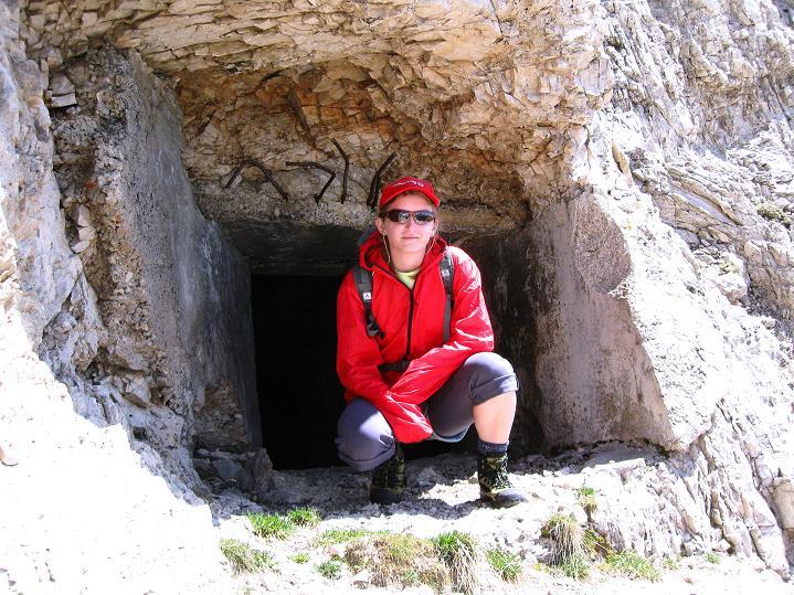 Foto: Andreas Koller / Klettersteig Tour / Via ferrata Col dei Bos / Via ferrata della Piramide (2559m) / Vorbei an Kavernen aus dem 1. Weltkrieg geht es auf den Col dei Bos / 19.06.2009 23:26:17