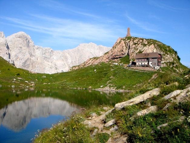 Foto: Manfred Karl / Klettersteig Tour / Hohe Warte – Weg der 26er - Überschreitung aus dem Wolayer Tal  / Wolayersee mit gleichnamiger Hütte / 17.07.2009 17:30:03