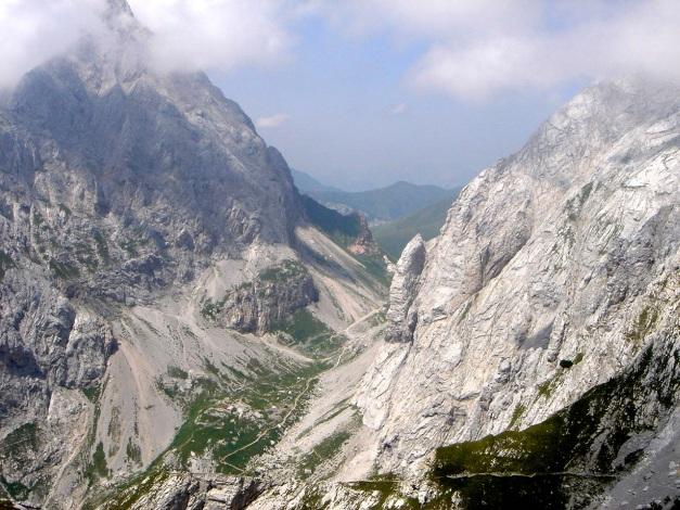 Foto: Manfred Karl / Klettersteig Tour / Hohe Warte – Weg der 26er - Überschreitung aus dem Wolayer Tal  / Blick auf einen weiteren Teil des Abstieges / 17.07.2009 17:36:19