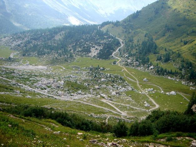 Foto: Manfred Karl / Klettersteig Tour / Hohe Warte – Weg der 26er - Überschreitung aus dem Wolayer Tal  / Der Abstieg von der Hütte zieht sich in die Länge / 17.07.2009 17:38:59