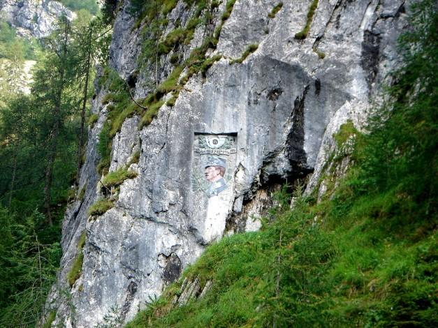 Foto: Manfred Karl / Klettersteig Tour / Hohe Warte – Weg der 26er - Überschreitung aus dem Wolayer Tal  / Gedenktafel / 17.07.2009 17:40:05