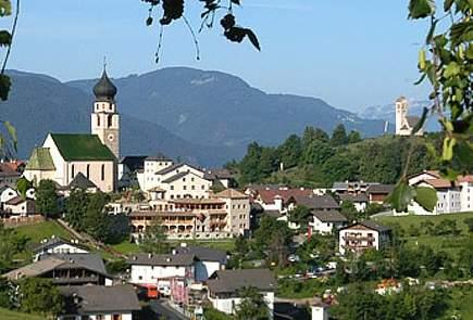 Foto: Bernhard Berger / Rad Tour / Mit dem Rennrad von Bozen über die Seiser Alm nach Brixen / Völs am Schlern (859m) / 19.06.2009 16:06:54