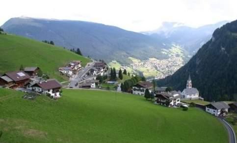 Foto: Bernhard Berger / Rad Tour / Mit dem Rennrad von Bozen über die Seiser Alm nach Brixen / Pufels - Blick ins Grödnertal / 19.06.2009 16:03:38