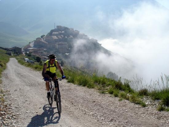 Foto: barbonis / Mountainbike Tour / Sopra i Piani di Castelluccio di Norcia (PG) / 19.06.2009 22:45:16