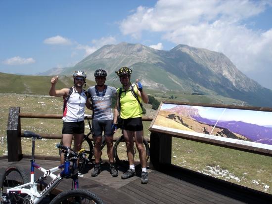 Foto: barbonis / Mountainbike Tour / Sopra i Piani di Castelluccio di Norcia (PG) / 19.06.2009 22:47:05