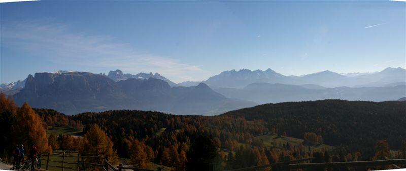 Foto: Apparthotel Maier www.maier.it / Mountainbike Tour / Rund um das Rittner Horn / fantastische Ausblicke auf die Südtiroler Bergwelt / 25.06.2009 10:37:56