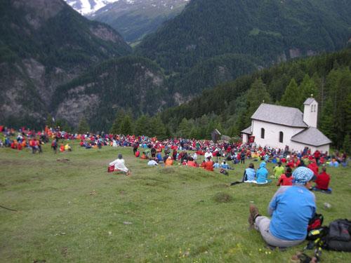 Foto: Samson / Wander Tour / Grossglockner Wallfahrt / Letzte Gebetsrast bei der Kipperkapelle bevor es geschlossen nach Heiligenblut hinab geht / 29.06.2009 17:31:23
