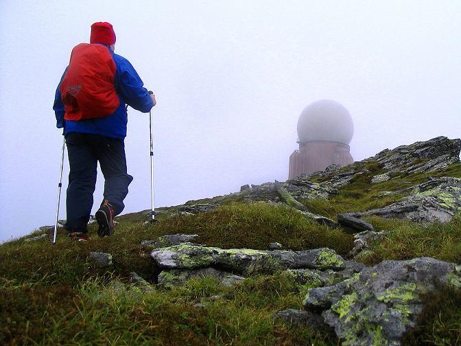 Foto: Andreas Koller / Wander Tour / Lavanttaler Impressionen auf der Koralpe (2140m) / Am Großen Speikkogel mit den Radarstationen des österreichischen Bundesheeres zur Luftraumüberwachung / 01.07.2009 01:20:55