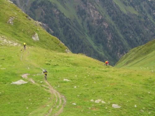 Foto: hofsab / Mountainbike Tour / Rund um den Olperer über Tuxer Joch (2338 m) - 3 Tagestour / anfangs noch relativ gut fahrbar / 26.08.2009 20:07:00