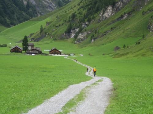 Foto: hofsab / Mountainbike Tour / Rund um den Olperer über Tuxer Joch (2338 m) - 3 Tagestour / Weg nach Kasern / 26.08.2009 20:09:55