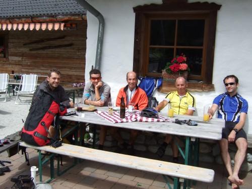 Foto: hofsab / Mountainbike Tour / Rund um den Olperer über Tuxer Joch (2338 m) - 3 Tagestour / Einkehr auf der Sattelalm / 26.08.2009 20:10:23
