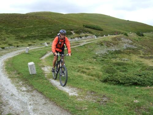 Foto: hofsab / Mountainbike Tour / Rund um den Olperer über Tuxer Joch (2338 m) - 3 Tagestour / auf der Grenzkammstraße / 26.08.2009 20:13:17
