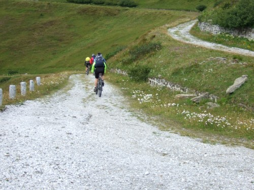 Foto: hofsab / Mountainbike Tour / Rund um den Olperer über Tuxer Joch (2338 m) - 3 Tagestour / steile Kehren / 26.08.2009 20:25:48