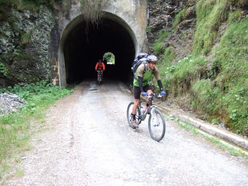 Foto: hofsab / Mountainbike Tour / Rund um den Olperer über Tuxer Joch (2338 m) - 3 Tagestour / dunkle Tunneldurchfahrten dürfen da nicht fehlen / 26.08.2009 20:26:45
