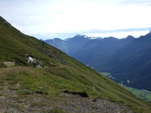 Foto: hofsab / Mountainbike Tour / Rund um den Olperer über Tuxer Joch (2338 m) - 3 Tagestour / langer Dowhnill steht bevor / 26.08.2009 20:31:21