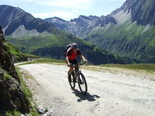 Foto: hofsab / Mountainbike Tour / Rund um den Olperer über Tuxer Joch (2338 m) - 3 Tagestour / steile Rampe / 26.08.2009 20:37:47