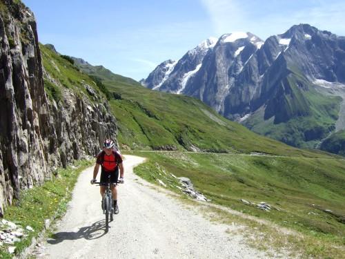 Foto: hofsab / Mountainbike Tour / Rund um den Olperer über Tuxer Joch (2338 m) - 3 Tagestour / hinten der Hochfeiler im Bild / 26.08.2009 20:38:07