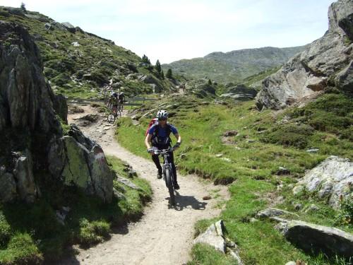 Foto: hofsab / Mountainbike Tour / Rund um den Olperer über Tuxer Joch (2338 m) - 3 Tagestour / wo viele bergauf schieben, fahren wir ab / 26.08.2009 20:40:37