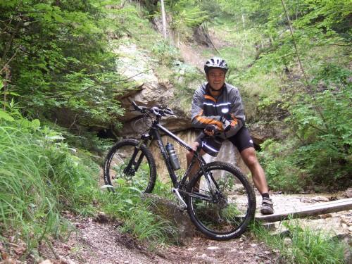 Foto: hofsab / Mountainbike Tour / Eisenaueralm (1015 m) mit Schwarzensee / idyllisches Plätzchen am Wasserfall / 13.08.2009 20:45:21