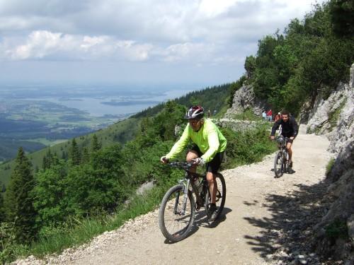 Foto: hofsab / Mountainbike Tour / Rund um und auf die Kampenwand (1664 m) / Panoramaweg zum Münchnerhaus - viele Touristen! / 13.08.2009 21:01:00