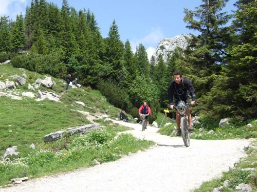 Foto: hofsab / Mountainbike Tour / Rund um und auf die Kampenwand (1664 m) / knapp vor der Einkehr / 13.08.2009 21:01:46