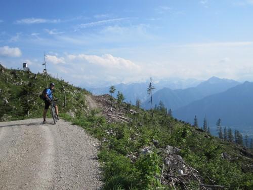 Foto: hofsab / Mountainbike Tour / Raschbergrunde (1390 m) über Blaa-Alm und Ewige Wand / traumhaftes Panorama am höchsten Punkt der Tour (1390 m) / 13.08.2009 20:22:54