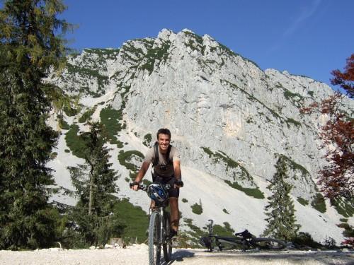 Foto: hofsab / Mountainbike Tour / Rund um den Plassen über Plankensteinalm (1530 m) und Gosauseen / vor dem Plassen / 25.08.2009 12:54:37