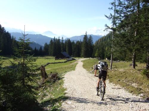 Foto: hofsab / Mountainbike Tour / Rund um den Plassen über Plankensteinalm (1530 m) und Gosauseen / downhill zur Roßalm / 25.08.2009 12:55:11