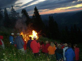 Foto: Ötschertrekker / Wander Tour / ÖTSCHERBÄRENTRAIL - 5 Tage Naturpark Ötscher Pur / Beim Lagerfeuer / 02.07.2009 18:43:39