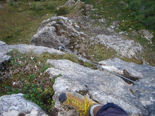 Foto: Manfred Karl / Klettersteig Tour / Saukarkopf Bella Cascinaia – erster Großarler Klettersteig / Tiefblick zur Seilbrücke / 17.07.2009 22:39:02